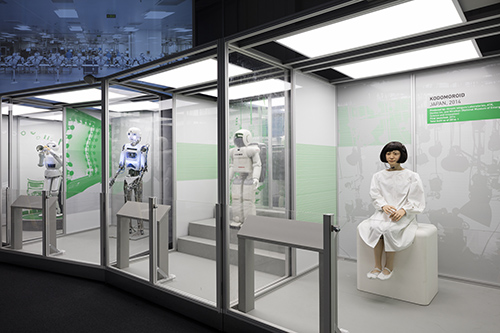 cmrubinworld_Four robots (l-r Harry, RoboThespian, ASIMO, Kodomoroid) in the Robots exhibition © Plastiques Photography, courtesy of the Science Museum(500)